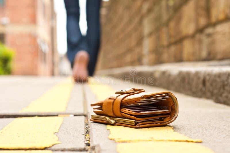 皮革失去的钱包钱包 免版税库存照片