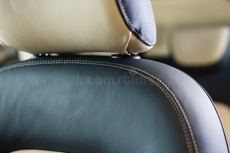 皮革汽车座位关闭 库存照片