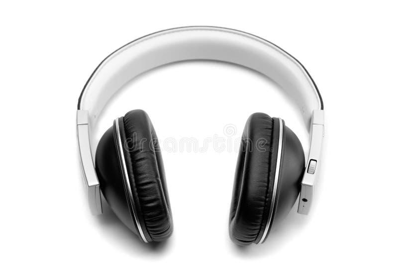 黑皮革耳机 在白色的孤立 免版税图库摄影