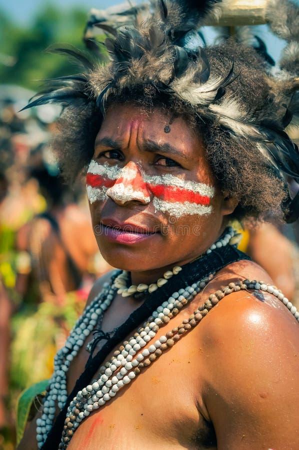 皱眉的妇女在巴布亚新几内亚 免版税库存图片