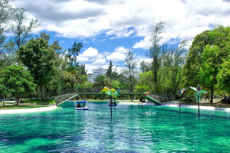 盐水湖的看法,在La卡罗来纳州公园在市的北部的基多 厄瓜多尔 美好的横向 免版税库存图片