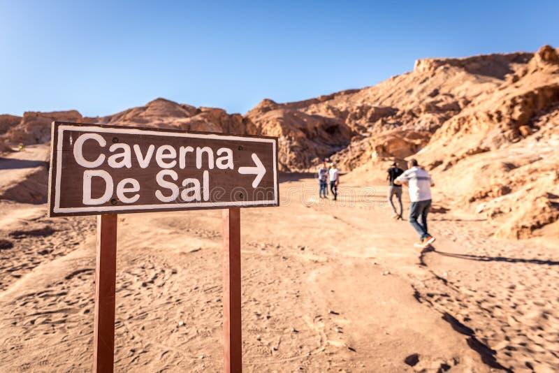 盐洞入口Caverna de Sal签到阿塔卡马沙漠,智利 图库摄影