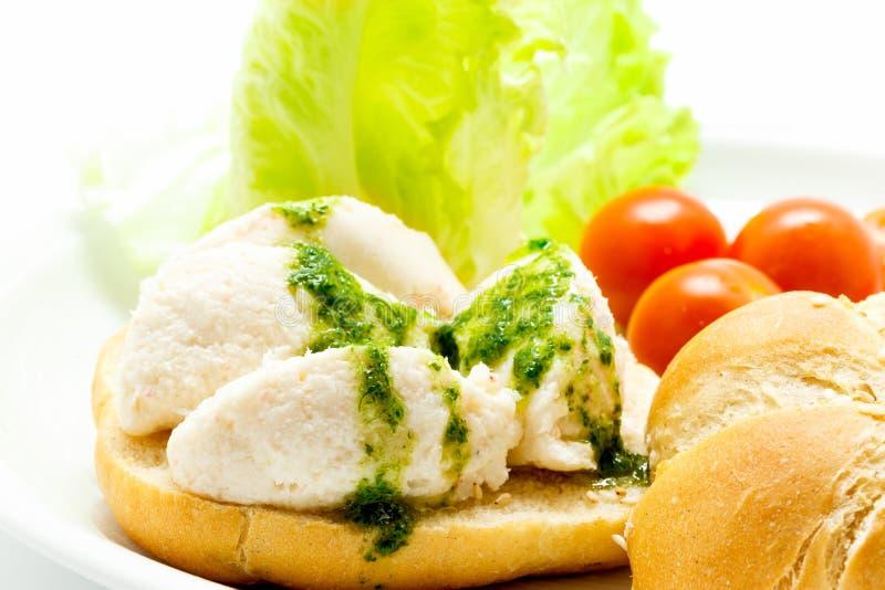 盐渍鳕鱼brandade用在面包的荷兰芹调味汁 库存照片