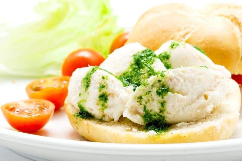 盐渍鳕鱼brandade用在面包的荷兰芹调味汁 免版税库存图片