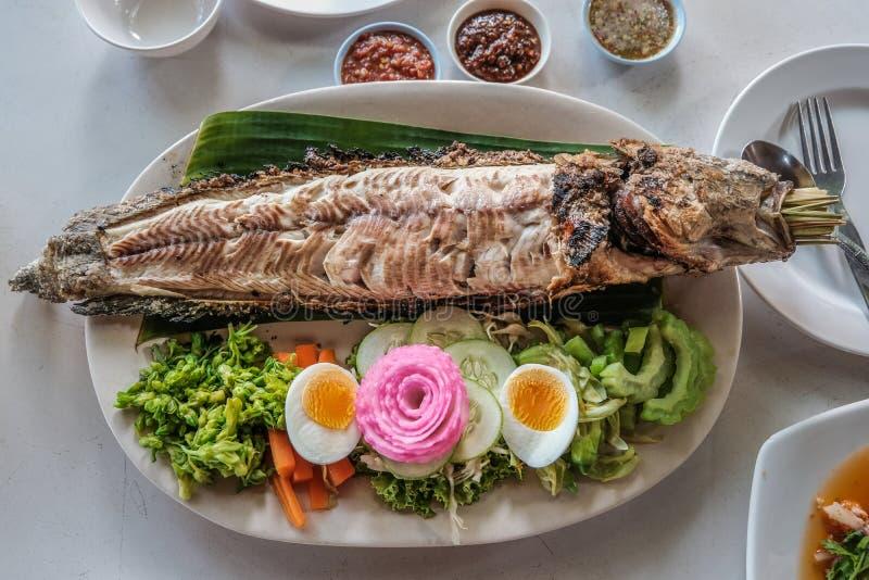 盐用硬皮覆盖的烤鱼 免版税库存图片