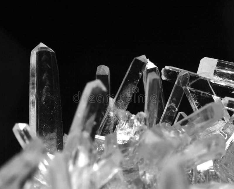 盐水晶宏观照片在黑白的 免版税库存照片