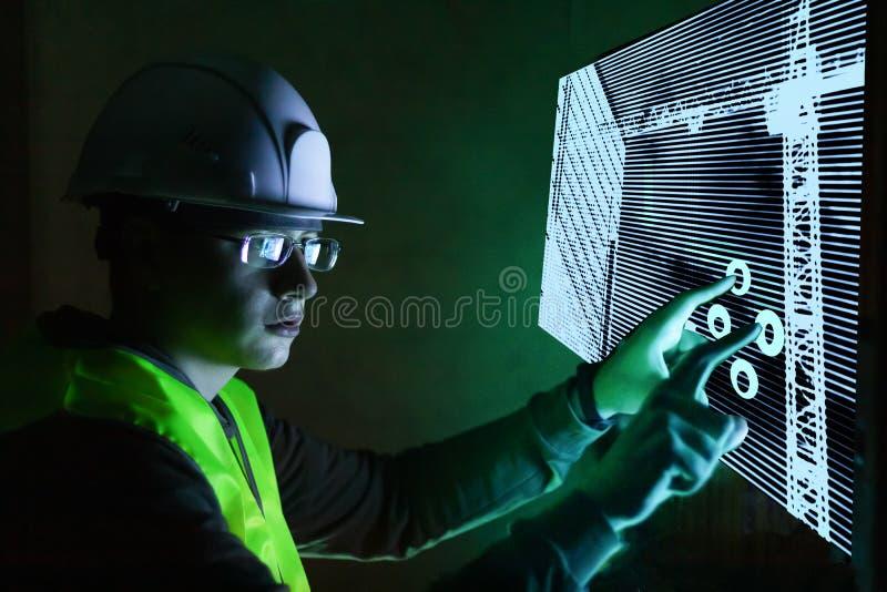 监测大厦的工程师新技术未来派管理 库存图片
