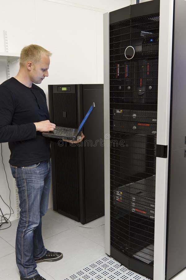 监测Datacenter的IT顾问 图库摄影