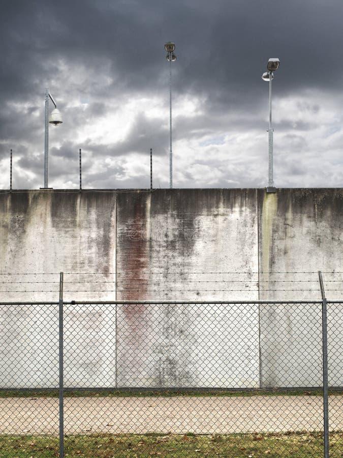 监狱墙壁 免版税库存照片