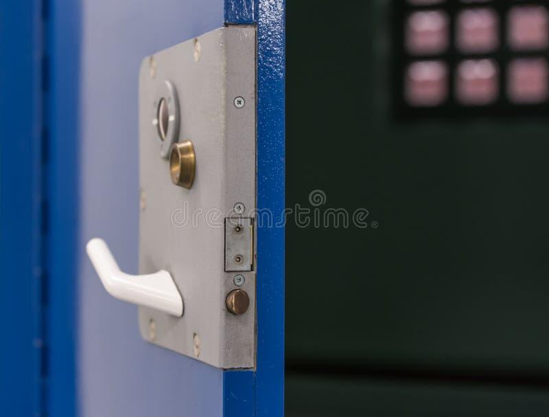 监狱牢房门 免版税库存照片