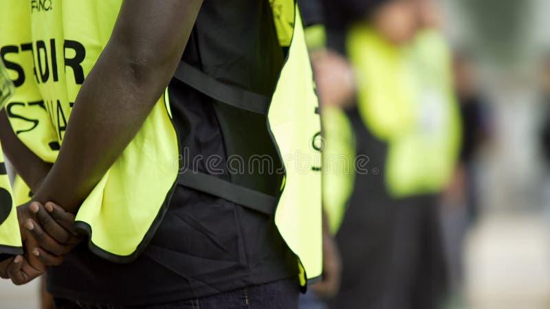 监督和控制安全,在竞技场的安全措施的管家 免版税图库摄影