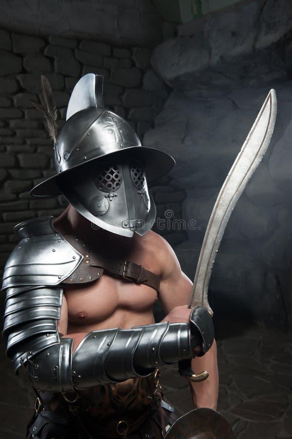 盔甲的拿着剑的争论者和装甲 免版税库存照片