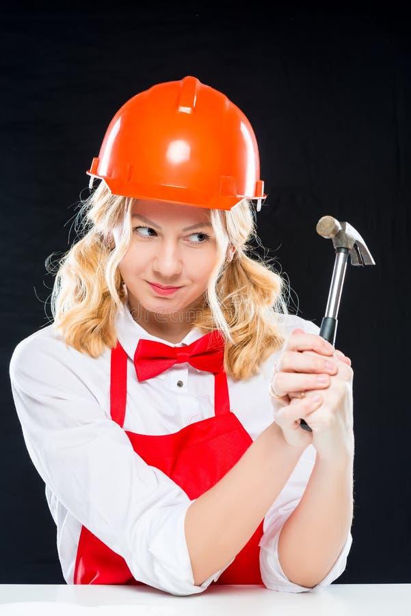 盔甲的疯狂的厨师与锤子 免版税库存图片