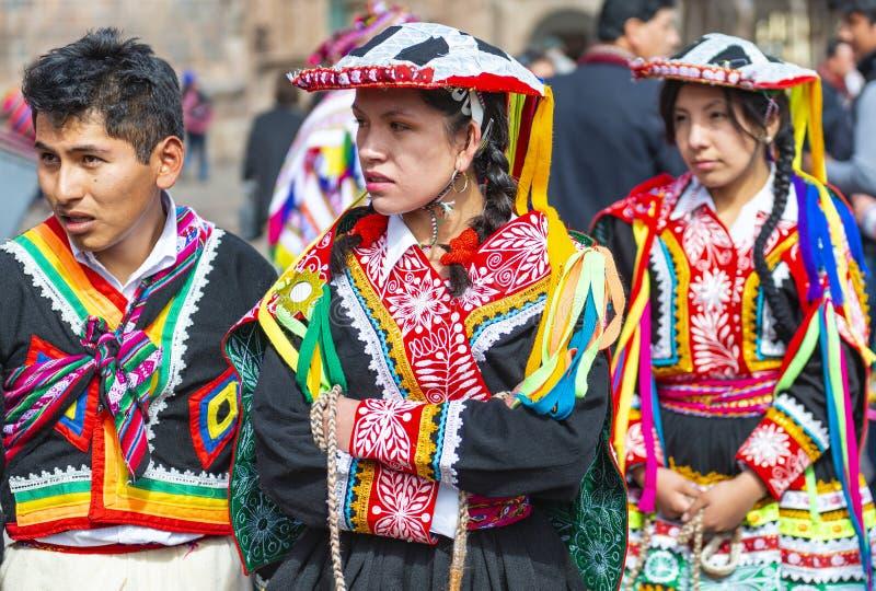 盖丘亚族人土产在传统衣物,库斯科 库存图片