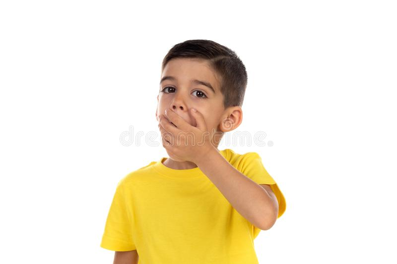 盖他的嘴的害羞的孩子 库存图片