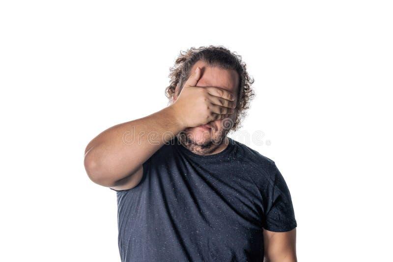 盖他的眼睛的一个人的画象用手 不要看见邪恶的概念 免版税图库摄影