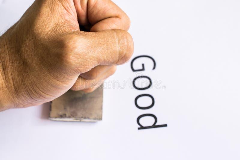 盖印与不加考虑表赞同的人的手特写镜头文件 免版税库存图片
