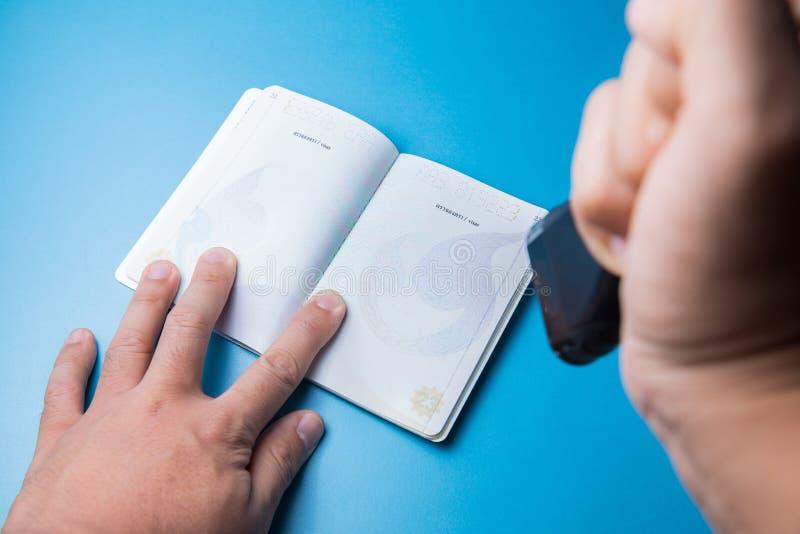 盖印空白的护照 库存照片