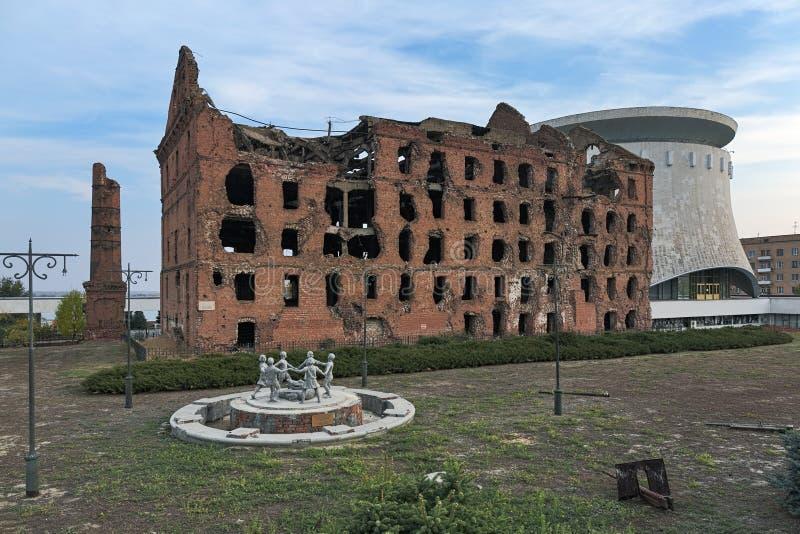 盖哈特` s磨房,在WWII破坏的蒸汽磨房在伏尔加格勒,俄罗斯 免版税库存照片