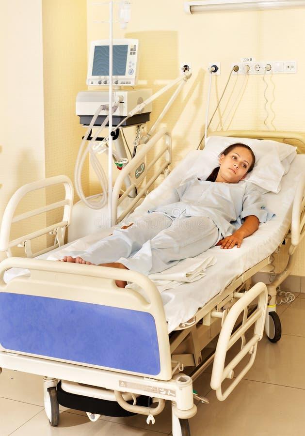 盖尼式床手术室妇女 免版税库存照片