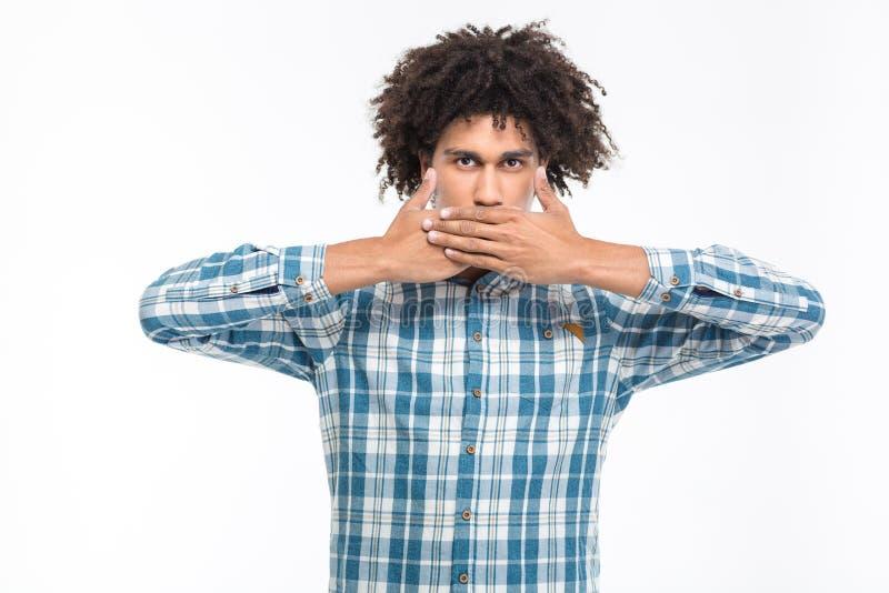 盖他的嘴的美国黑人的人用棕榈 库存照片