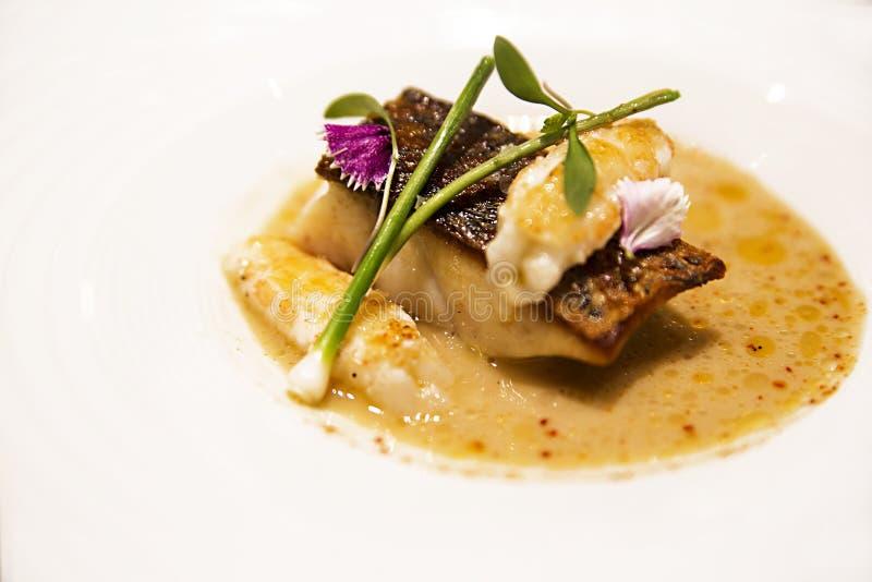 盘用鱼汤、鱼和虾 免版税图库摄影