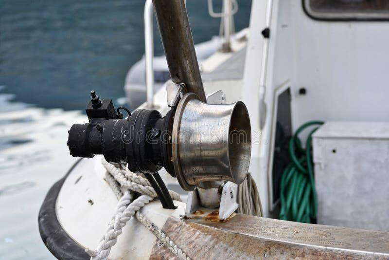 绞盘细节在渔船的 免版税库存照片