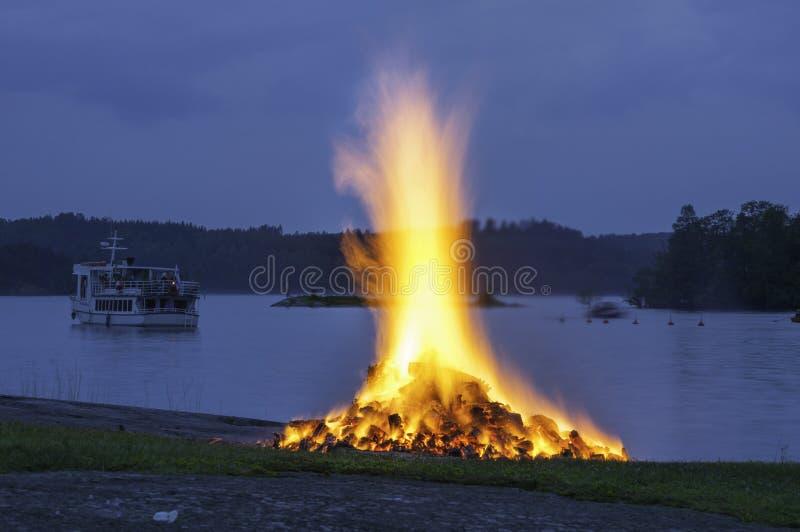 盛夏篝火在萨翁林纳,芬兰 库存图片