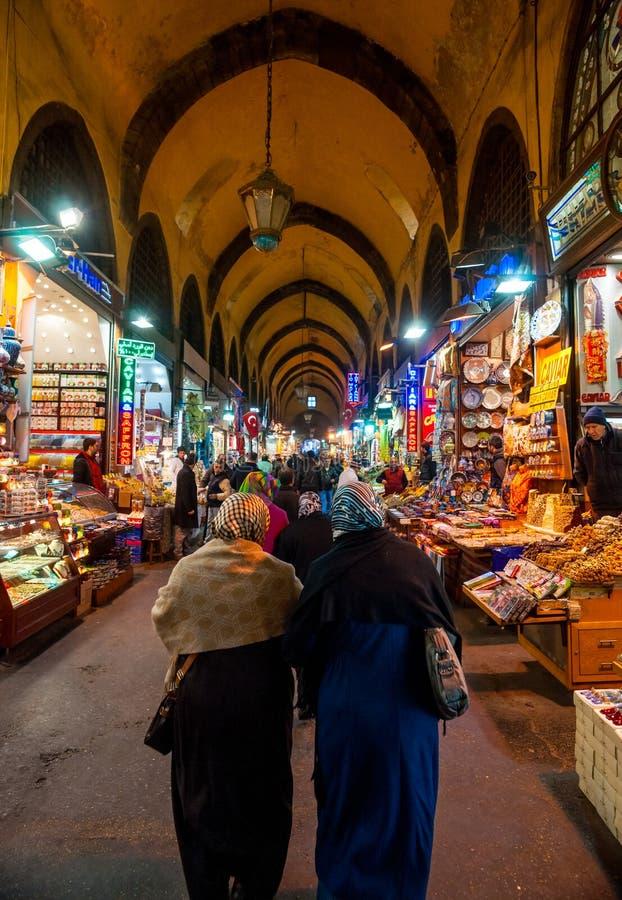 盛大义卖市场在伊斯坦布尔购物。 库存图片