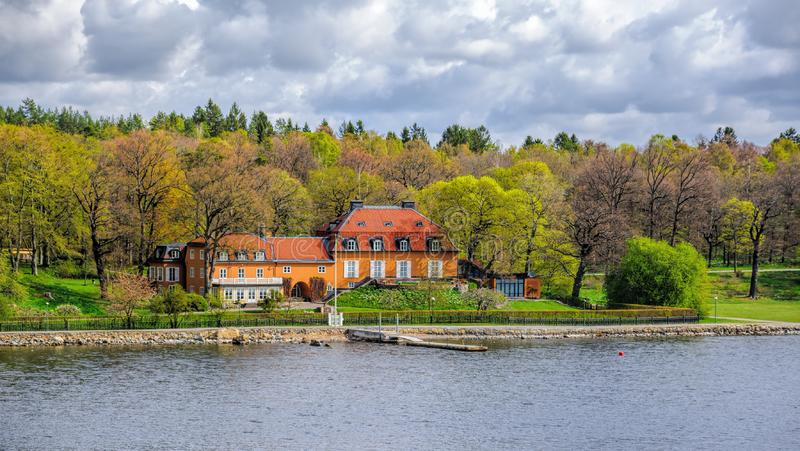 盛大别墅Nedre吕宋纸英语:按建筑师在于高登在斯德哥尔摩,物产海岛上的拉格纳Ostberg降低吕宋纸  免版税库存图片