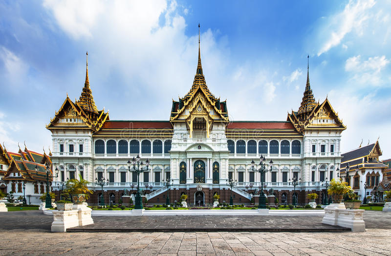 盛大宫殿(与鲜绿色菩萨寺庙),吸引力在曼谷,泰国。 免版税库存照片