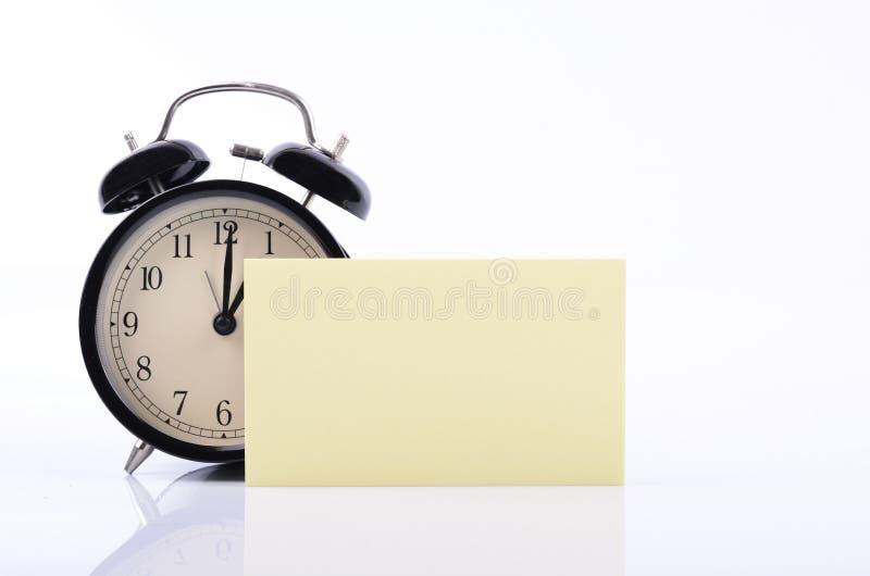 目录备忘录和日程表概念、葡萄酒闹钟和黄色 免版税库存照片