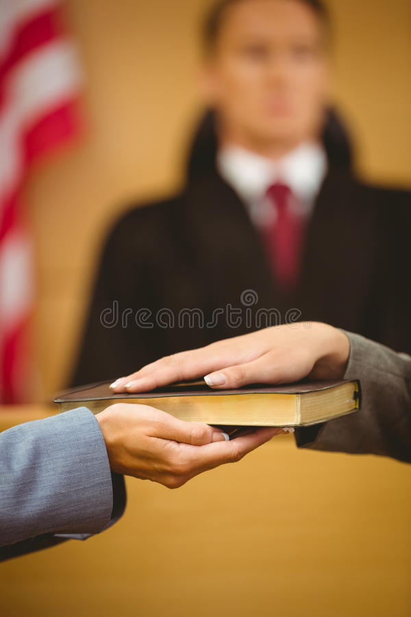 目击发誓在讲的圣经真相 图库摄影