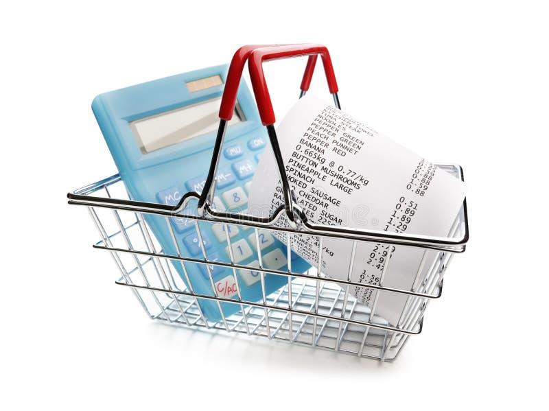 直到收据、计算器和手提篮的购物 免版税库存图片