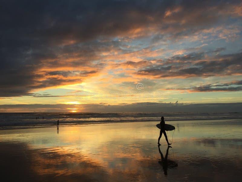 直到日落的海浪 免版税图库摄影