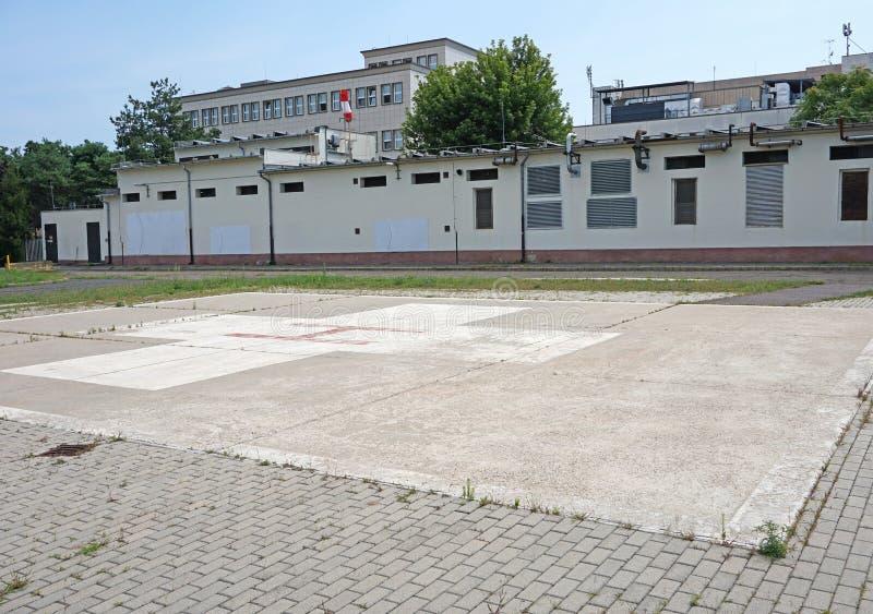 直升机在医院旁边的登岸地点 库存照片