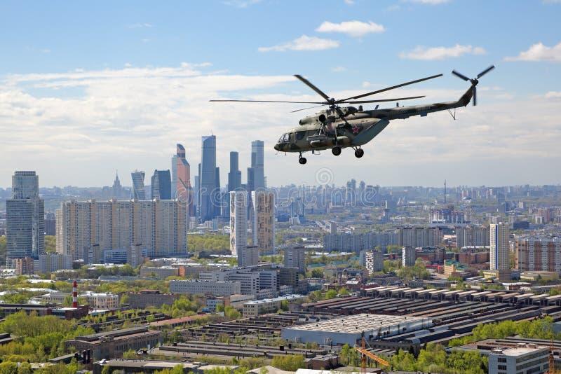 8直升机mi 免版税库存照片