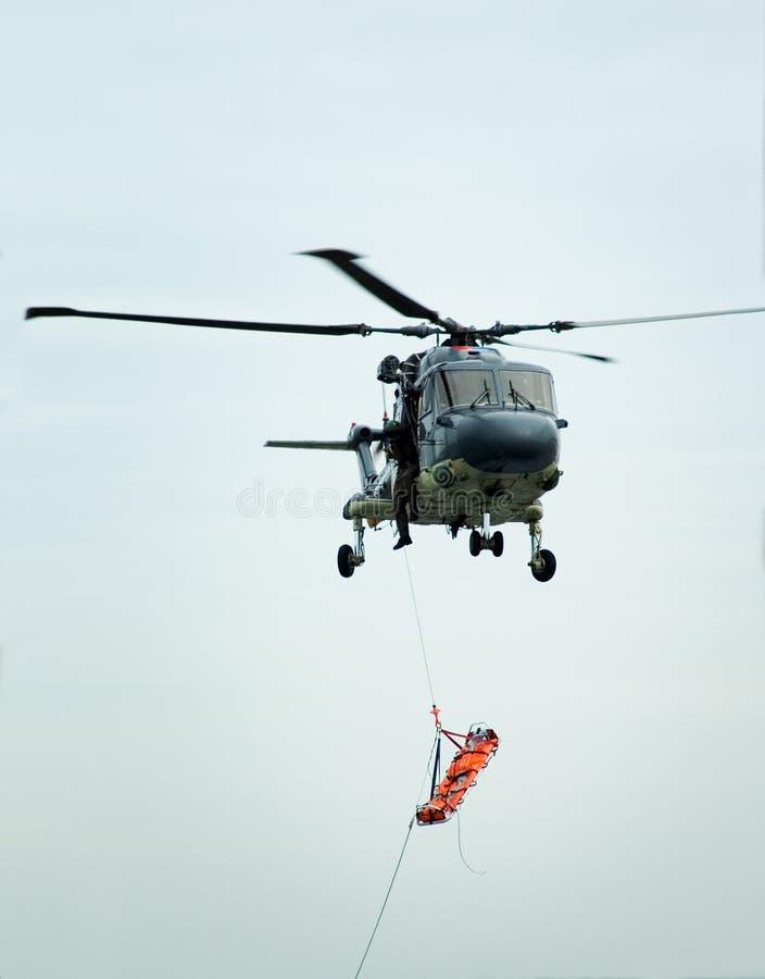 直升飞机营救担架 库存照片