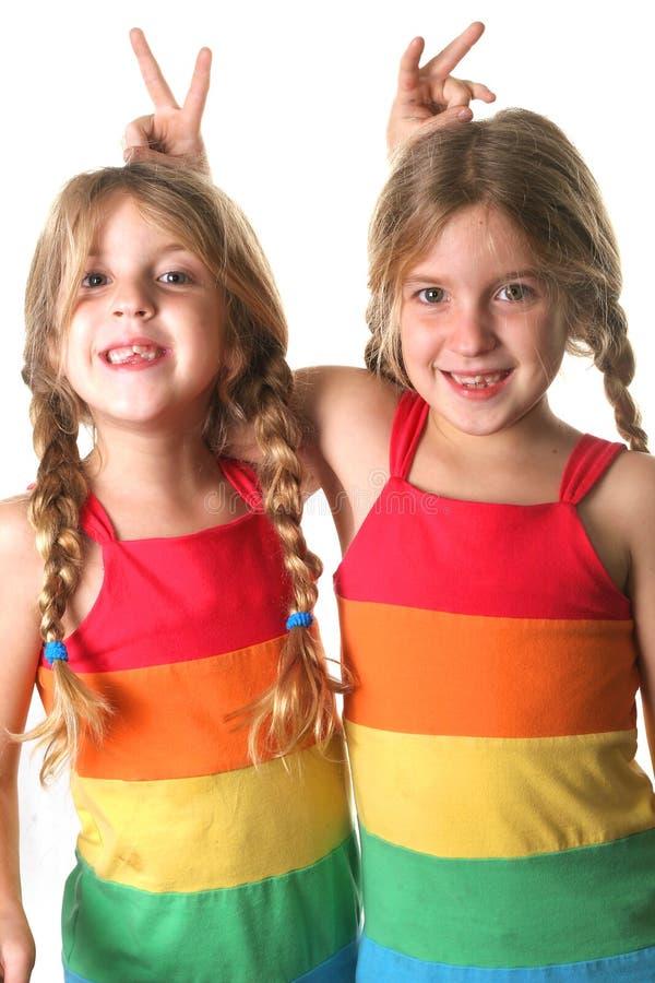 相同的显示的姐妹孪生 免版税库存图片