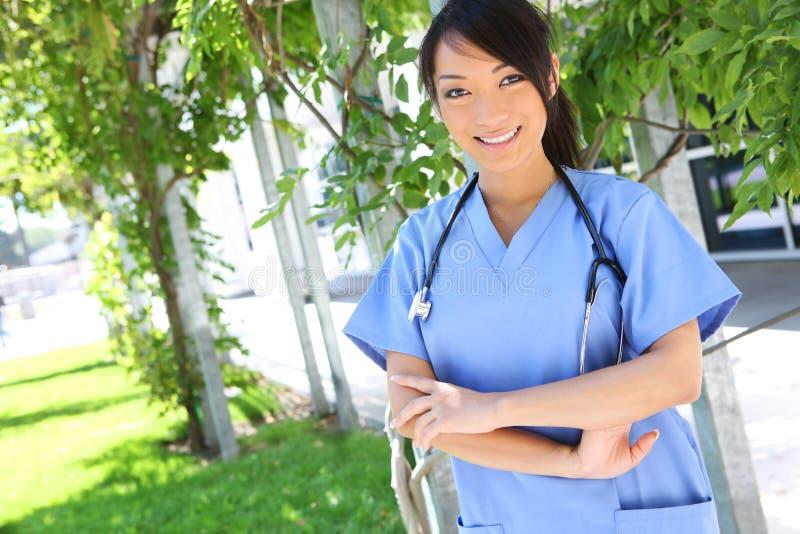 相当亚裔医院护士 免版税库存照片