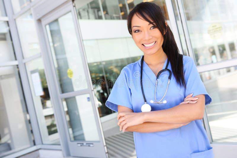 相当亚裔医院护士 免版税图库摄影