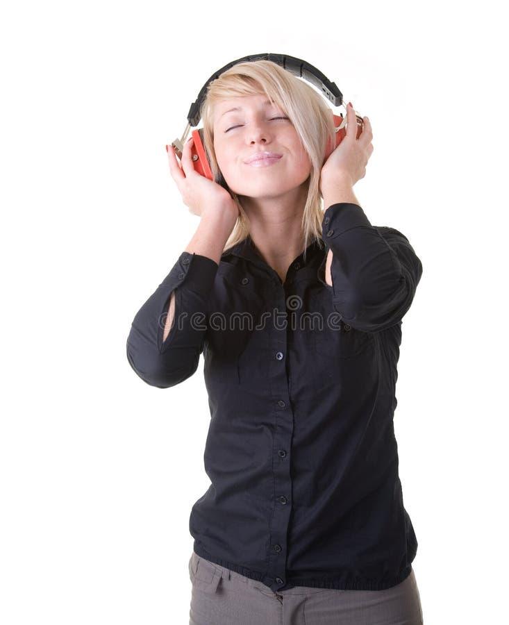 相当享用女孩她的音乐 免版税库存图片
