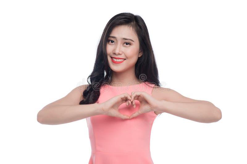 相当做与他的浪漫年轻亚裔妇女心脏姿态 库存照片