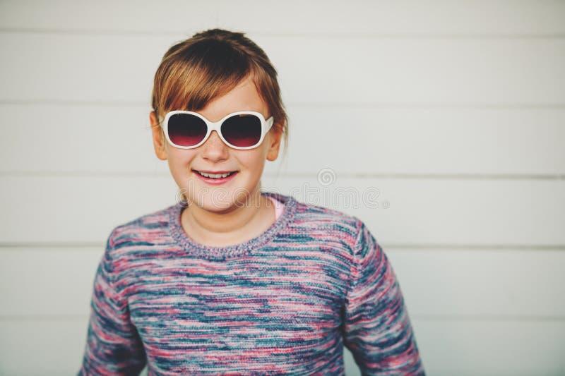 相当小女孩时尚画象  免版税图库摄影