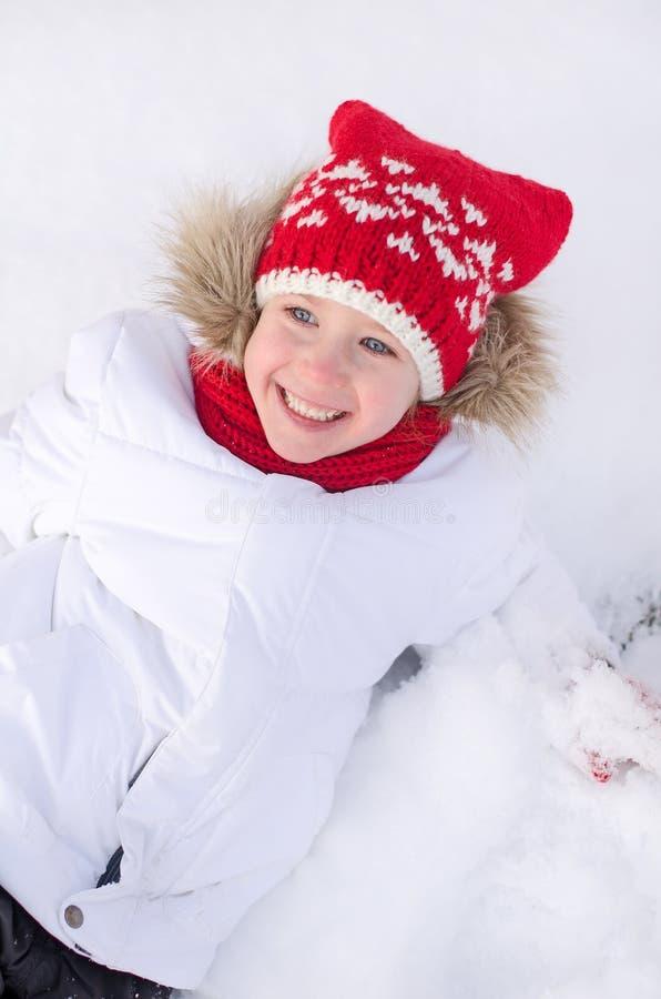 相当微笑的小女孩 免版税库存照片