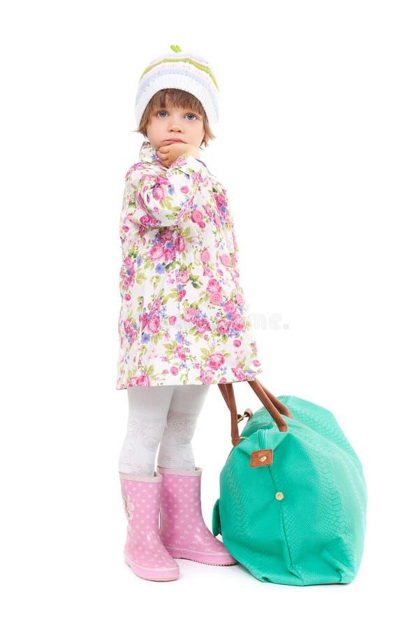 相当秋天衣裳的小女孩 免版税库存照片