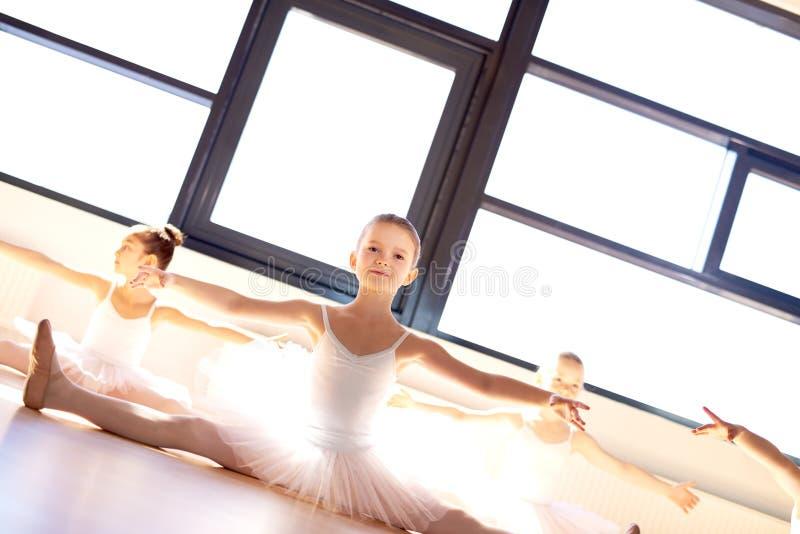 相当芭蕾类的小芭蕾舞女演员 库存照片