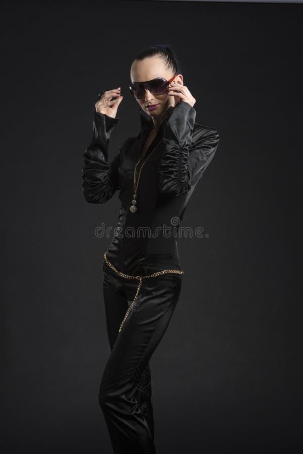 相当黑皮革catsuit的白种人妇女 免版税库存图片