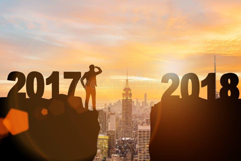 盼望2018年的商人从2017年 免版税库存图片