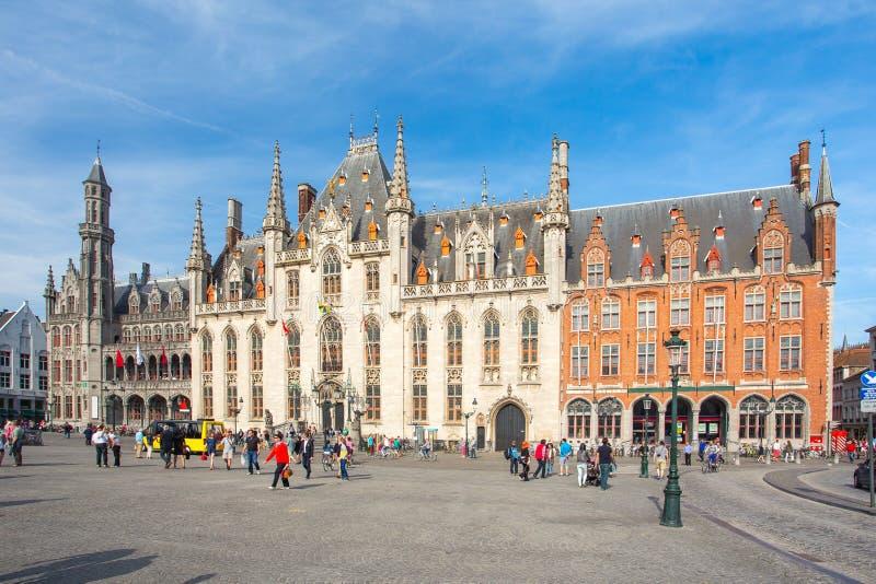 省法院在集市广场在布鲁日,比利时 库存照片